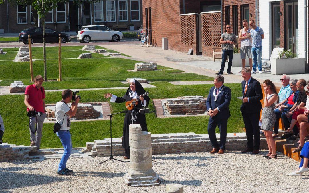 Zusterhof in Brielle feestelijk geopend